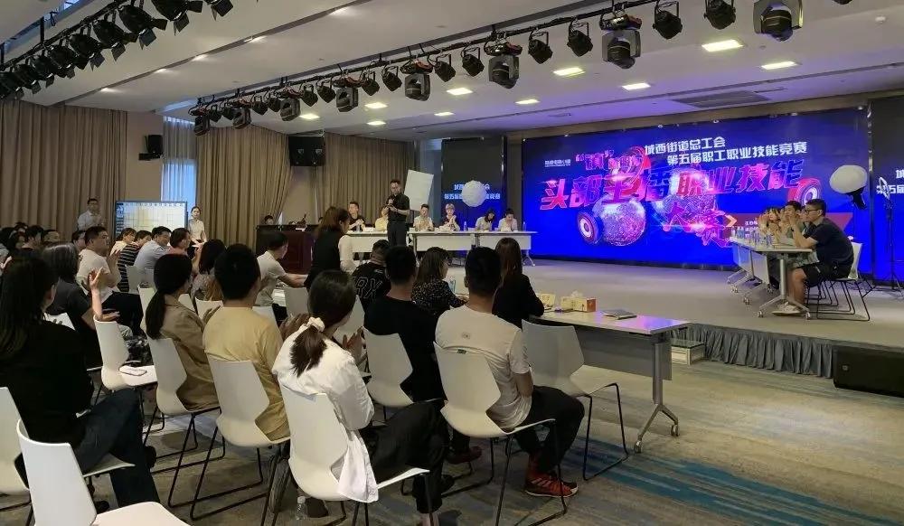 陆港电商小镇举办第五届职工职业技能竞赛暨头部主播大赛