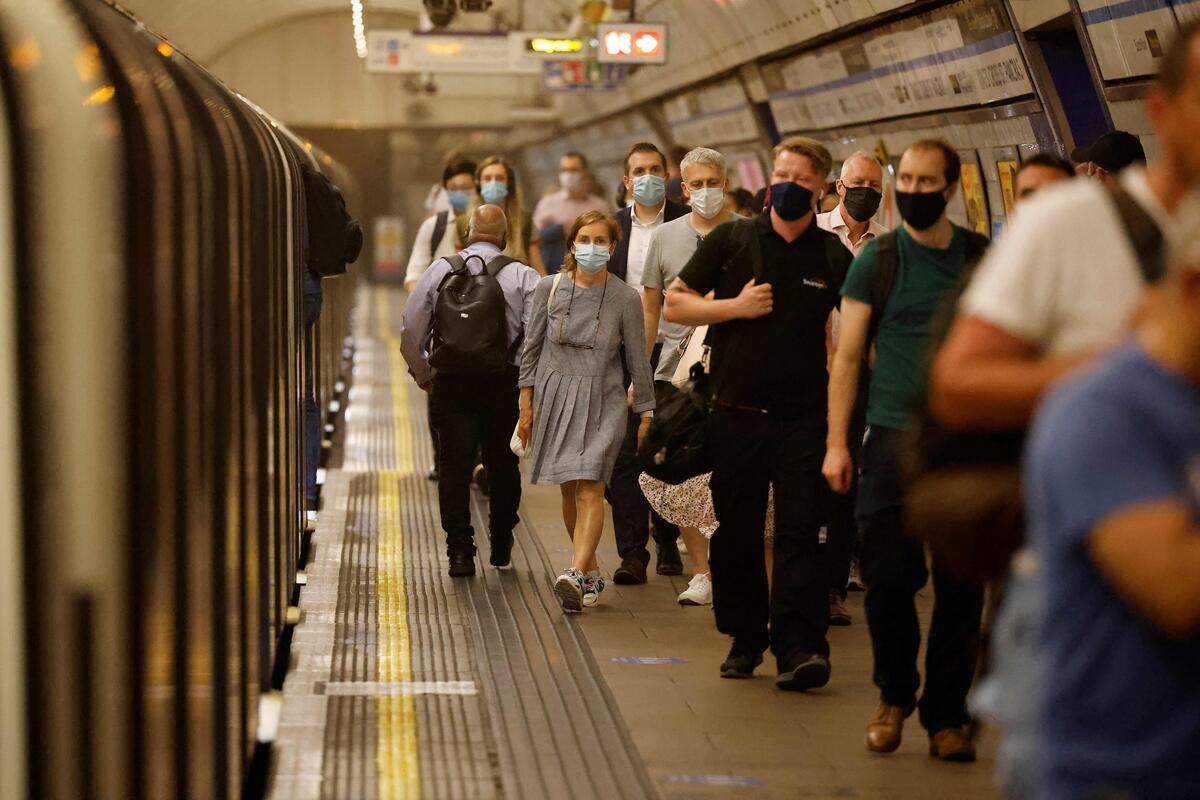 英媒:感染率正飙升之际 英国停止对入境者例行新冠筛查