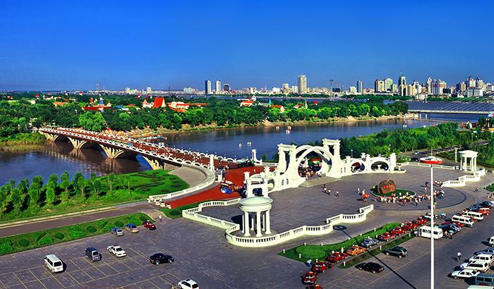共享发展新机遇 共创美好新未来――写在2021中国企业家太阳岛年会开幕之际
