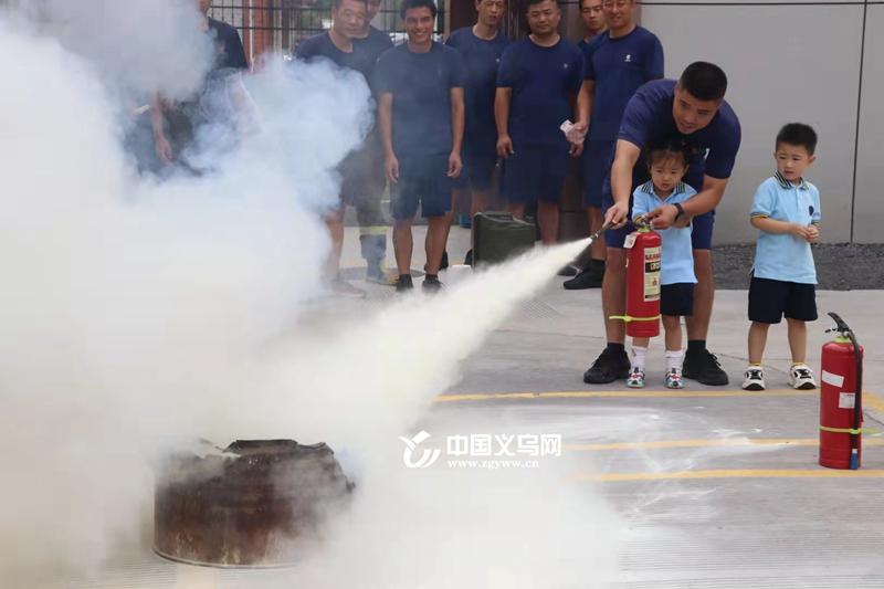 变身小小消防员 义乌北苑街道黄杨梅幼儿园孩子走进消防队