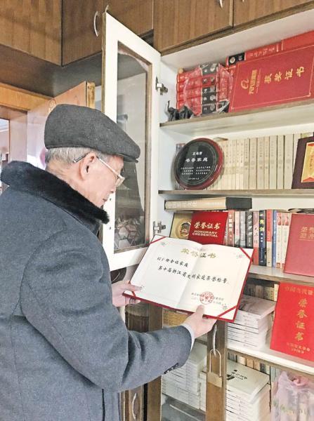 """夕阳无限好 余晖情更浓――记义乌""""最美党员""""徐金福"""
